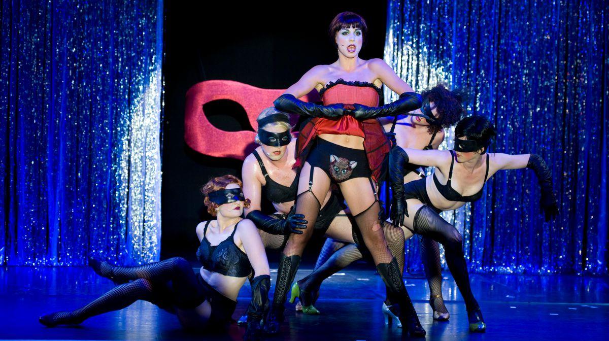 Berlins Kit Kat Club Cabaret Im Tipi Am Kanzleramt Maybe Musical